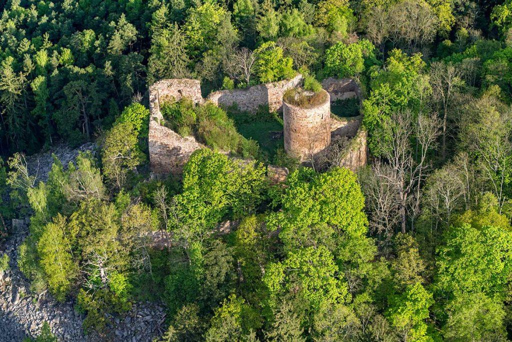 Zřícenina hradu Valdek v Brdech (Foto: Jirka Jiroušek)