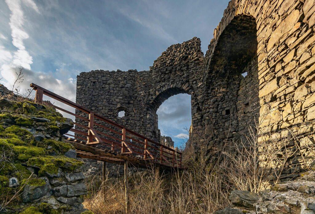 Zřícenina hradu Šumburk (foto: Martin Namesny)